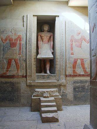 Mereruka - Mereruka's false door bears an intact statue of Mereruka