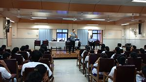 Mickey Mehta - Image: Mickey Mehta guiding doctors on overall wellness at the Nair Dental College