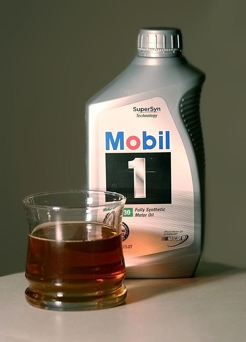 Mobil 1 motor oil