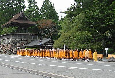 Monaci shingon in pellegrinaggio sul Monte K?ya, Giappone.