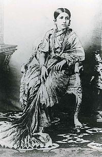 Sari Photo