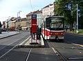 Náměstí Kinských, dočasná tramvajová zastávka s tramvají.jpg