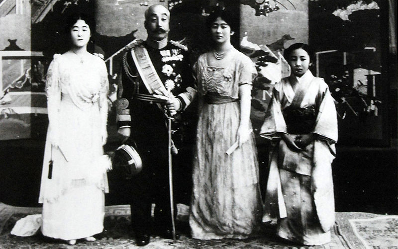 File:Nashimoto-Family 1918-12-8.jpg