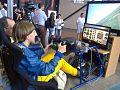 Neil volando en simulador.jpg