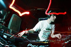 Liquid funk - Netsky performing in 2008.