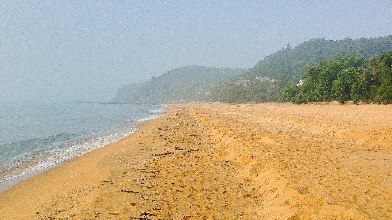 Pantai Korea Utara dekat Hamhung.