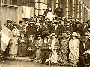 Anglo-Irish Treaty - Crowds holding a prayer vigil outside Whitehall during 1921, while negotiations were underway inside