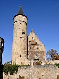 File:Ochsenfurt Palatium und Nikolausturm 01.jpg