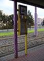 Olomouc, Brněnská, tramvajová zastávka Fakultní nemocnice, sloupek.jpg