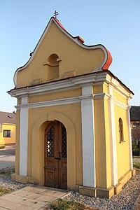 Olomouc-Nový-Svět-kaplička--křižovatka-Holické-a-Přichystalovy2013b.jpg