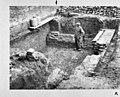 Opgravingen voorburght, kelder van gebouw tegen de zuid muur gezien in zuid-west richting, poer van de weermuurbogen - Doornenburg - 20059843 - RCE.jpg