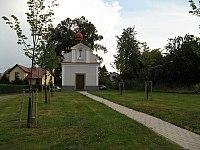 Oucmanice, kostel Nejsvětější Trojice.jpg