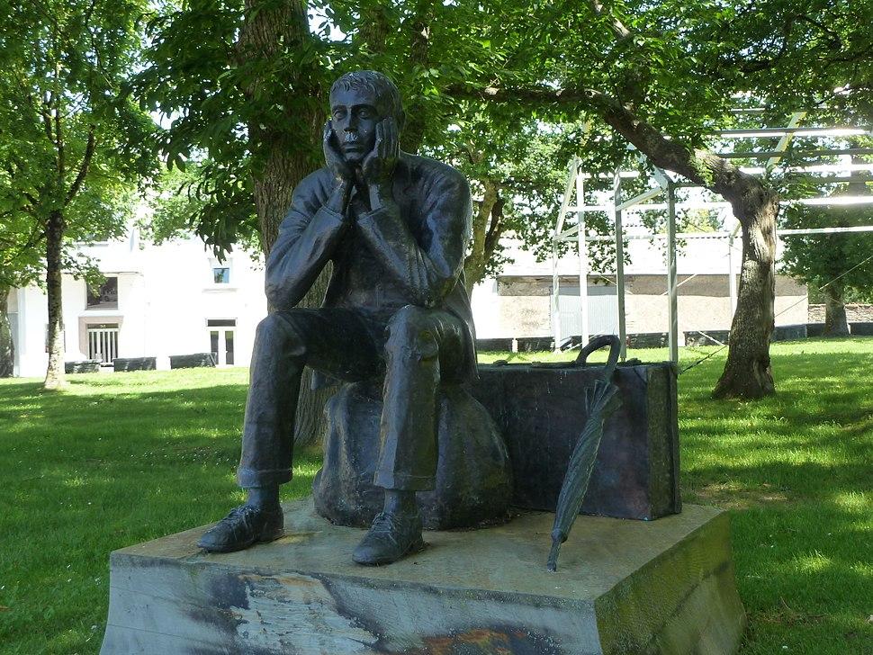 P1130816 Pol Mosteiro praza Galicia escultura emigrante