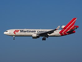 In MD-11F fan Martinair by de lâning op Skiphol