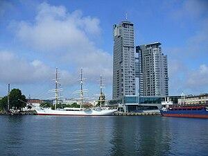 """Die """"Sea Towers"""" direkt am Yachthafen von Gdynia"""