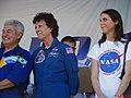 Palco Principal do evento Domingo com o Astronauta, evento comemorativo dos 10 anos do primeiro brasileiro no espaço, o astronauta bauruense Marcos Pontes. Em destaque o astronauta brasileiro e a astronau - panoramio.jpg