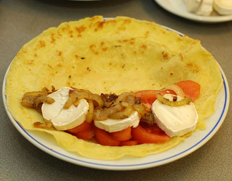 ไฟล์:Pancake with tomato goats cheese and onion.jpg