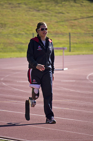 File:Paralympic athlete Michelle Errichiello warming up at the AIS Track and Field (1).jpg