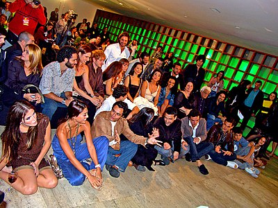 The Cast of Pé na Jaca (soap opera) watching the 1st episode