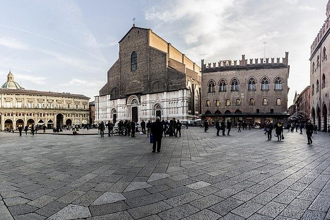 Piazza Maggiore - Bologna abc.jpg