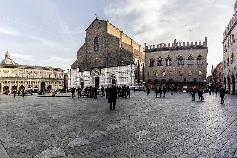 File:Piazza Maggiore - Bologna abc.jpg