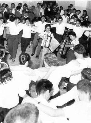 Israeli folk dancing - Dancing the hora on a kibbutz