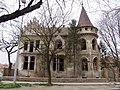 Pinova vila u Zrenjaninu - istočna fasada.jpg