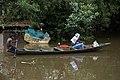 Pirogue sur le fleuve Congo.jpg