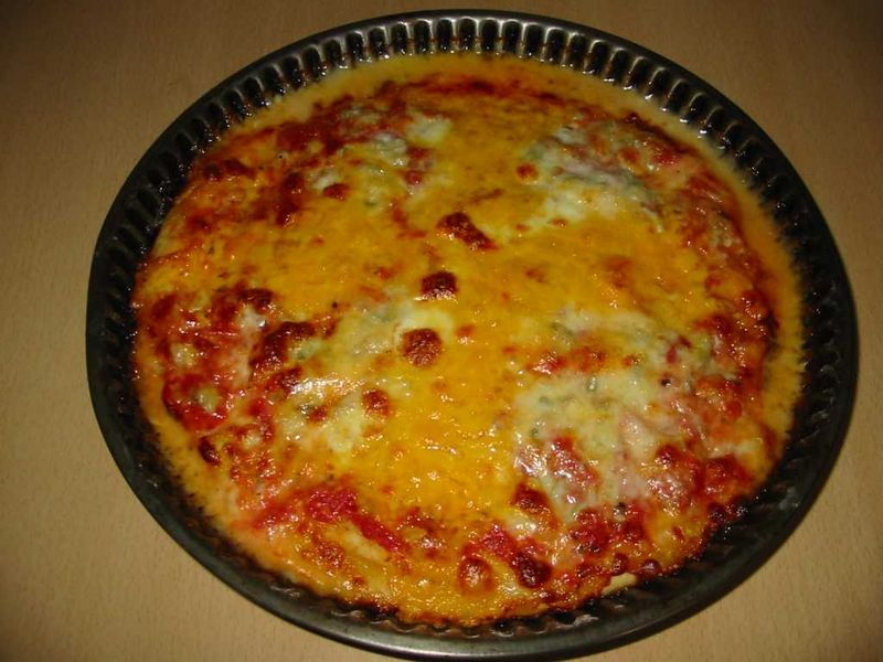 http://upload.wikimedia.org/wikipedia/commons/thumb/b/bb/Pizza_quatre_fromages.jpg/800px-Pizza_quatre_fromages.jpg