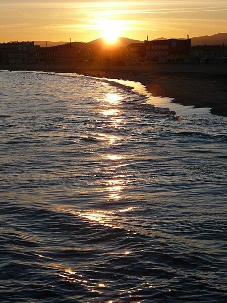 File:Plage de Port-la-Nouvelle au soleil couchant.jpg