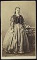 Plumier, Alphonse - carte de visite, Portret van een vrouw, staand (P 1971 0088 0002).tif