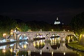 Ponte Sisto and Dome od St. Peter at night.jpg