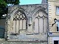 Pontoise (95), ruine de l'église des Cordeliers de 1485, place de l'Hôtel de ville.jpg