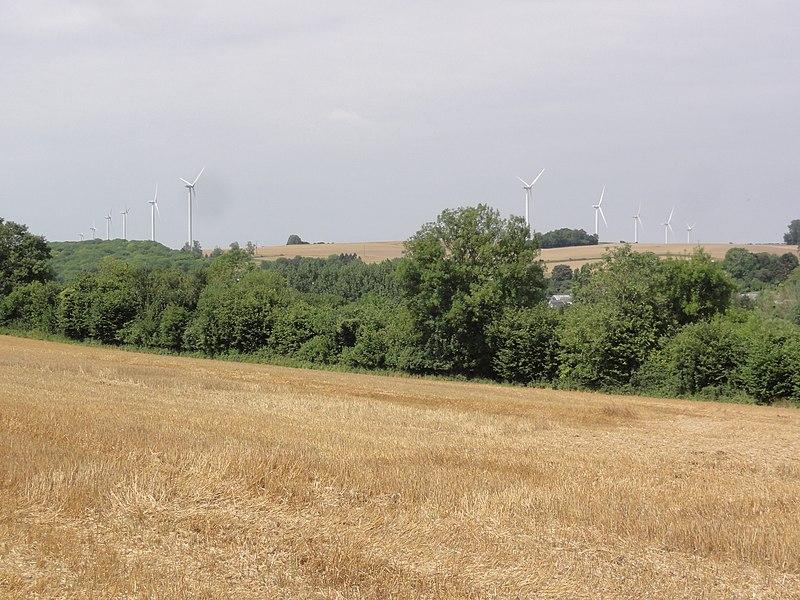 Proix (Aisne) paysage avec éoliennes de Noyales