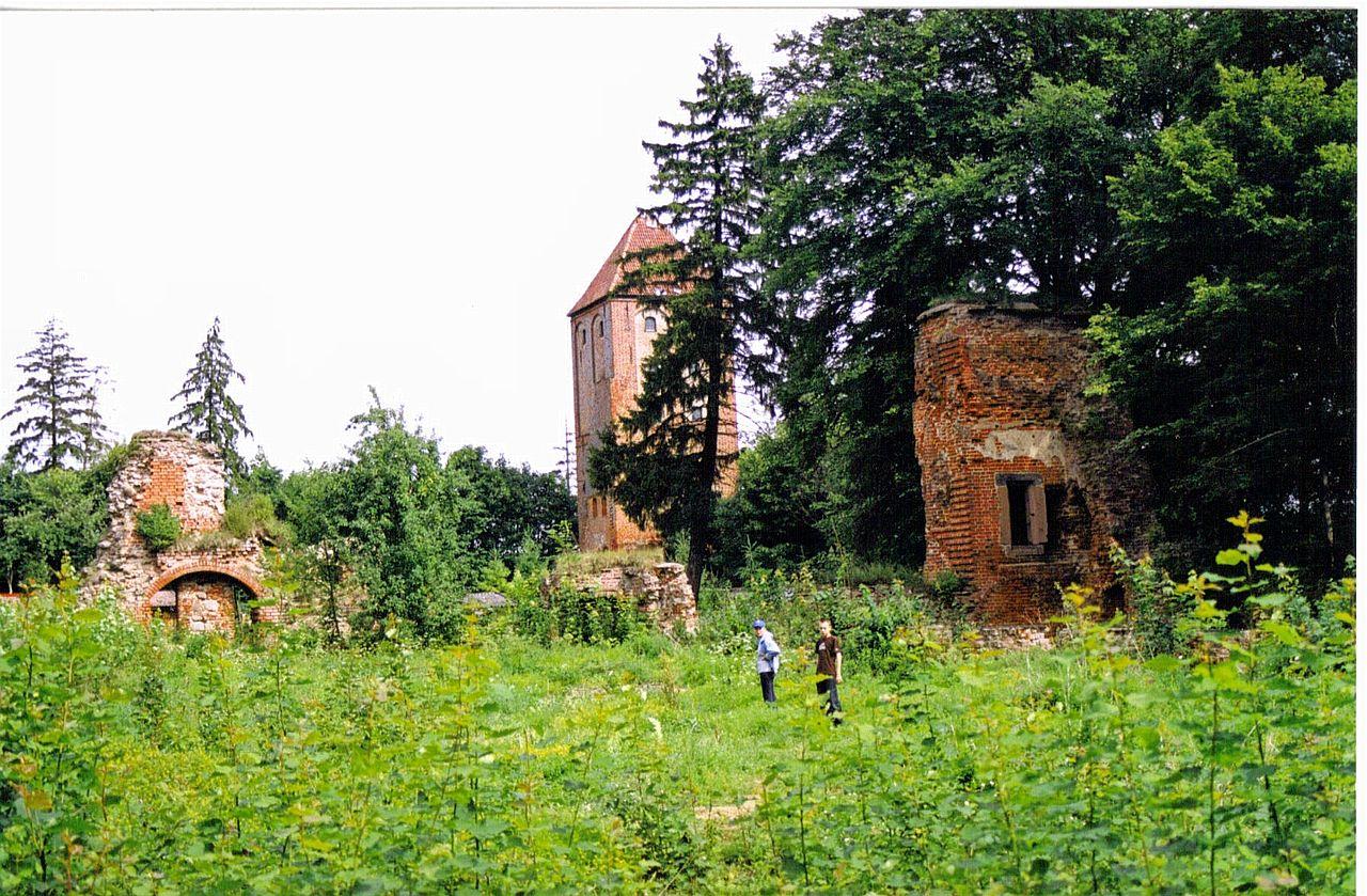 1280px-Przezmark_zamek.jpg