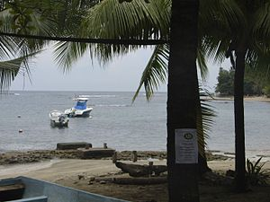 Puerto Viejo de Talamanca - Parts of the reef are visible just off the beach