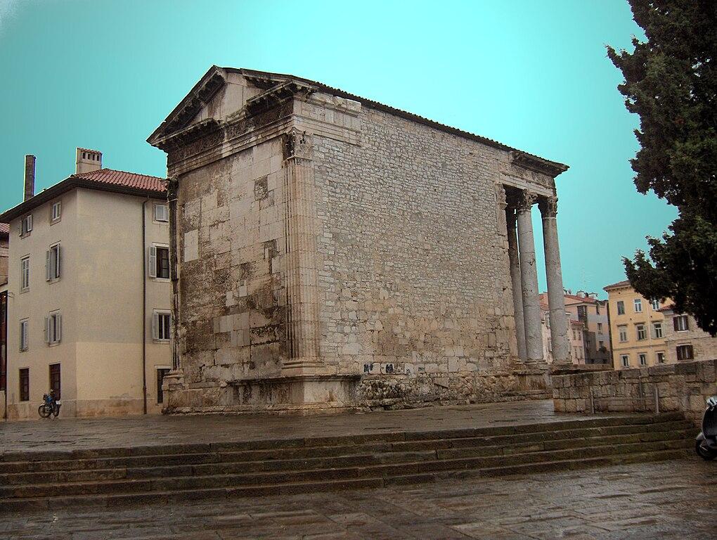Los templos romanos, por detrás, pierden mucho. Por Georges Jansoone