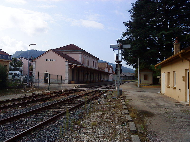 Les quais de la gare d'Oyonnax