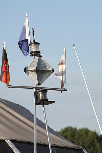 Corner reflector - Image: Radarreflektor auf einer Motoryacht 3596