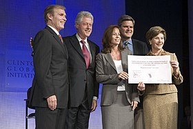 Ray Chambers, Bill Clinton, Jean Case, Steve Case and Laura Bush at President Bill Clinton's Annual Global Initiative Conference in New York, September 20, 2006.jpg
