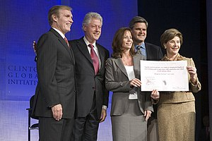 Jean Case - Laura Bush announces a $60 million partnership between the U.S. Government and the Case Foundation at the Clinton Global Initiative conference in New York on September 20, 2006. With her, from left, are: Raymond Chambers, Chairman, MCJ and Amelier Foundations; former President Bill Clinton; and Jean and Steve Case.