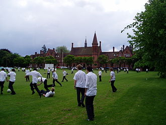 Reading School - A view of Reading School from the drive