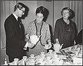 Reeks 018-1278, 018-1288 chocolademelk schenken door de Koningin voor Kerstmis., Bestanddeelnr 018-1278.jpg