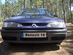 Renault 19 frontal.