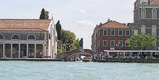 https://upload.wikimedia.org/wikipedia/commons/thumb/b/bb/Rio_di_Santa_Eufemia_(Venise).jpg/531px-Rio_di_Santa_Eufemia_(Venise).jpg