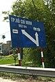 Road sign Quang Nam.jpg