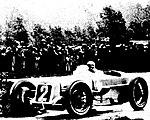 Robert Benoist, vainqueur du GP d'Angleterre en 1927 sur Delage 155B à Brooklands.jpg