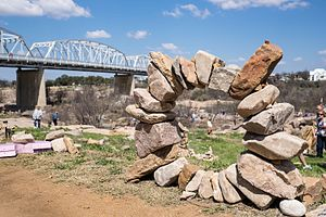 Rock balancing - 2014 Rock Stacking World Championship in Llano, Texas