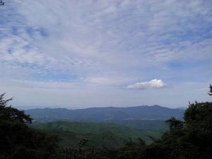 2010年9月撮影。青根ヶ峰付近より竜門山地を望む 金剛山地の東斜面、...  Wikipedi