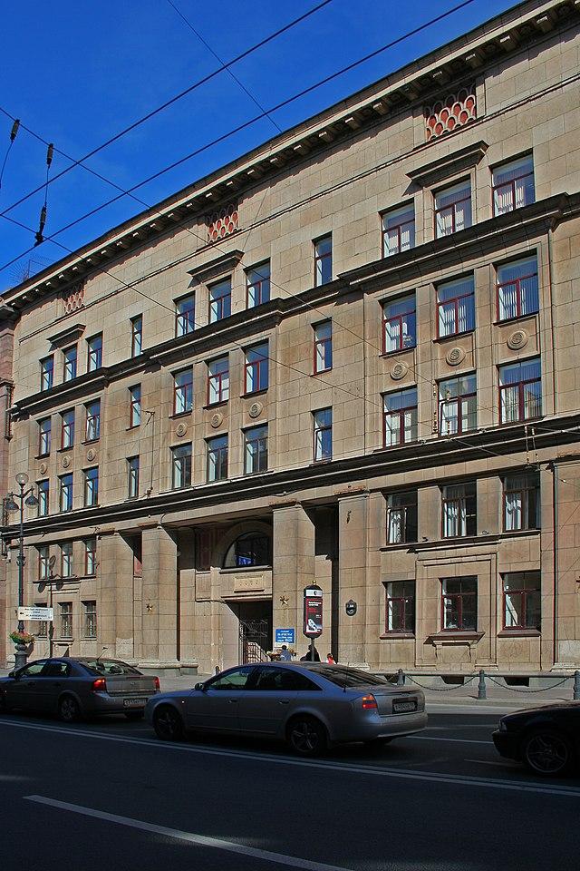 SPB Newski house 14.jpg